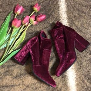 NIB new Abound Izzie Fab burgundy velvet bootie 9